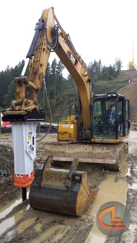 hydraulic hammering machine